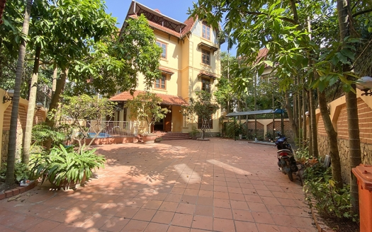6 bedroom villa in Tay Ho with large garden and swimming pool