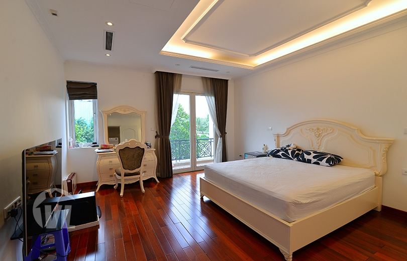 333 Bright 4 bedrooms house to lease in Vinhomes Riverside Hanoi