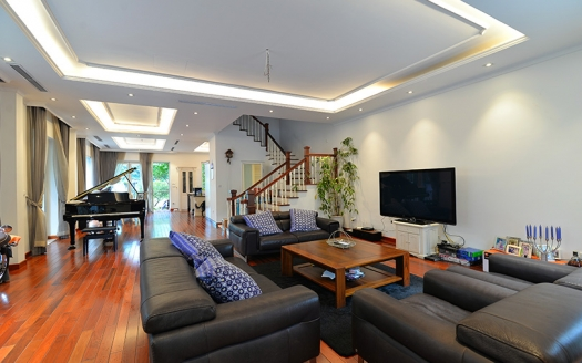 Bright 4 bedrooms house to lease in Vinhomes Riverside Hanoi