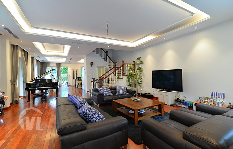 222 Bright 4 bedrooms house to lease in Vinhomes Riverside Hanoi