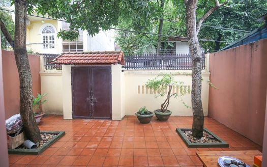 Front yard 2 bedroom house in peaceful area,Tay Ho Hanoi