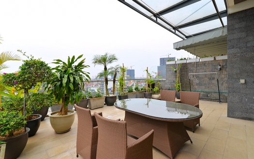Furnished penthouse to lease in Tay Ho Hanoi with terrace and gym