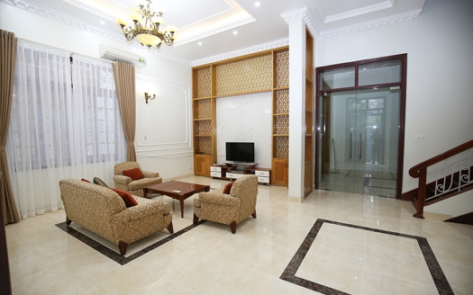 Quality 5 bedroom house in Tay Ho Hanoi with nice furnishing