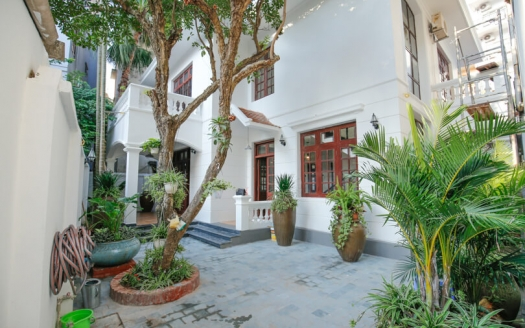 Renovated house for lease with outdoor space in Tay Ho Hanoi