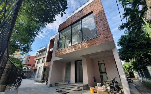 Brand new house in Long Bien 3 bedrooms and a working room