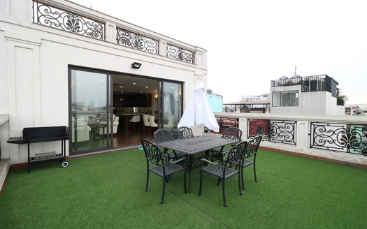 Furnished penthouse to rent in Hanoi Center with private terrace