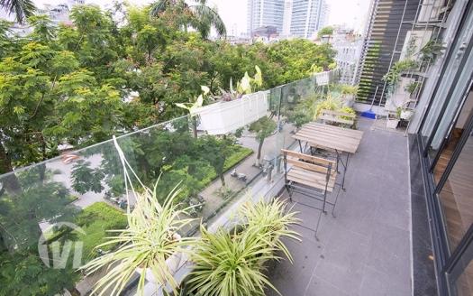Lake view 2 bedrooms apartment on Tran Vu street
