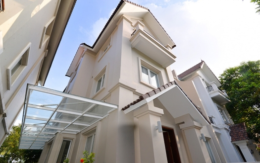 Modern renovated house to lease in Vinhomes Riverside next to BIS