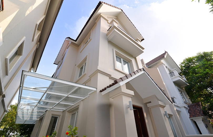 222 Modern renovated house to lease in Vinhomes Riverside next to BIS