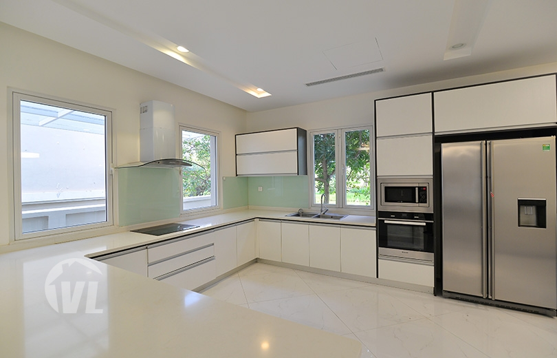 333 Modern renovated house to lease in Vinhomes Riverside next to BIS