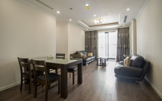 Spacious 3 bedroom apartment in Sunshine Riverside