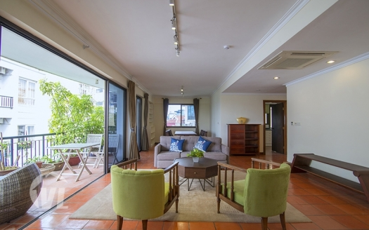 Spacious 3 bedrooms apartment in Truc Bach, fully furnished