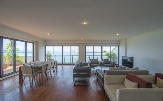 3 bedroom apartment in Hanoi Lake view