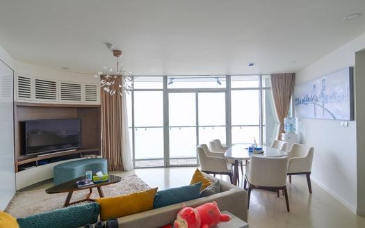 Lake view 3 bedrooms apartment in Watermark Building