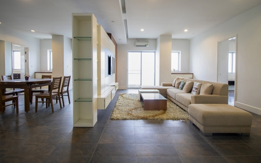 Spacious 4 bedroom apartment at Golden West Lake for rent