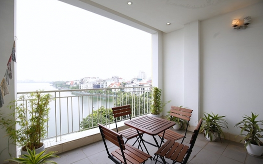 Spacious and reasonable price 3 bedrooms apartment on Xuan Dieu