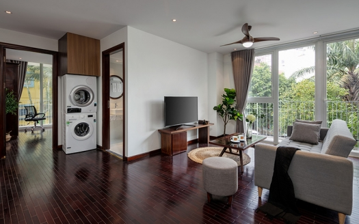Grand 1 bedroom apartment, budget