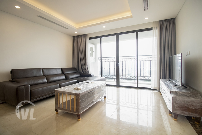 222 Brand new 2 bedroom apartment in Dle Roi Soleil with lake view