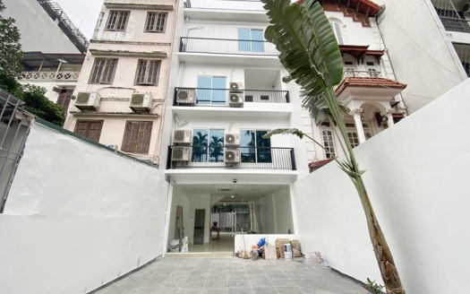 Brand-new house to lease in Tay Ho big outdoor space