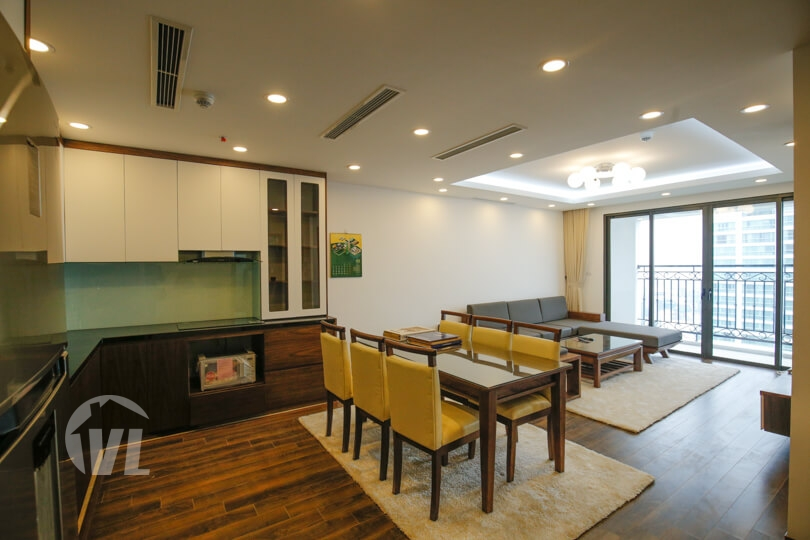 222 Good quality 3 bedroom apartment in Xuan Dieu with lake view