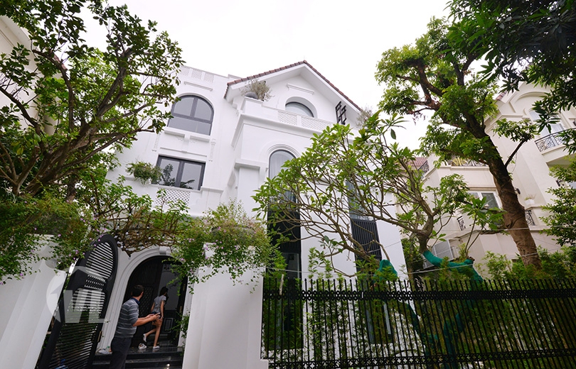 333 Huge Indochina style villa to lease in Vinhomes Riverside Hanoi