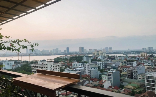 Lake view 2 bedroom apartment in Xuan Dieu, Dle Roi Soleil building