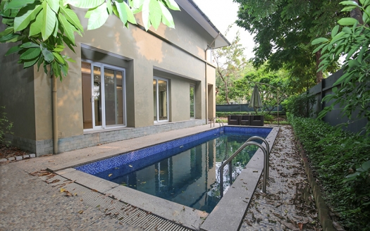 Large villa in Tay Ho with swimming pool to rent 500 sq m garden