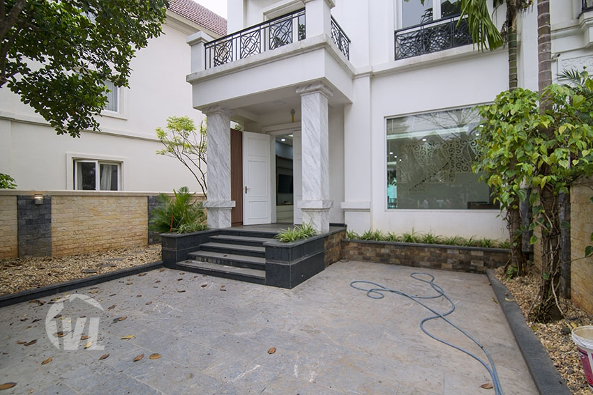333 Renovated house with garden close to BIS in Vinhomes Riverside
