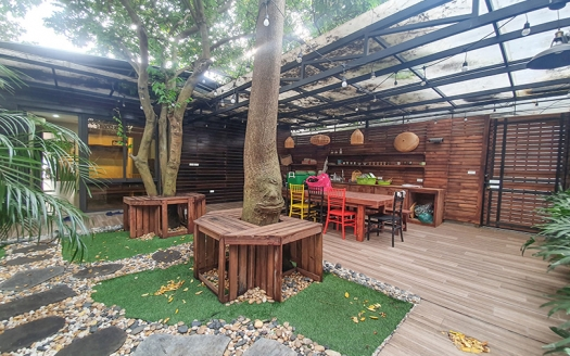 1 storey furnished house with garden to lease in Tay Ho