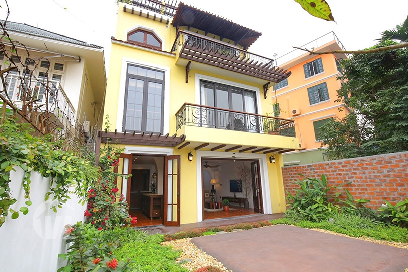 222 Furnished house with garden and lake view in Hanoi Tay Ho district