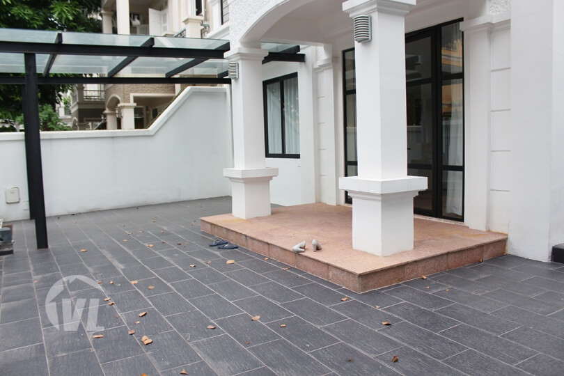 333 Large renovated 5 bedrooms villa to lease in Ciputra with open view
