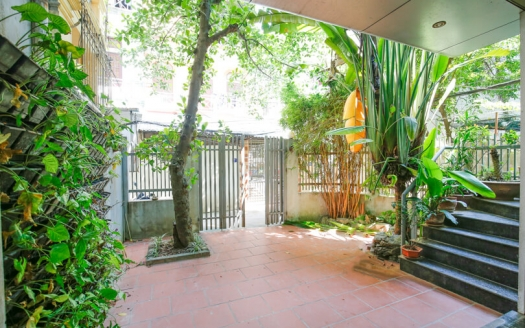 Modern 4 beds 4 baths rental house in Tay Ho with yard