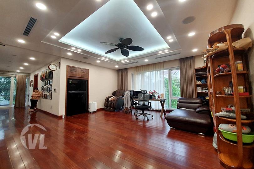 333 Modern furnished corner villa with garden in Vinhomes Riverside Hanoi