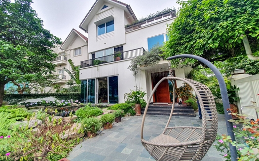 Modern furnished corner villa with garden in Vinhomes Riverside Hanoi