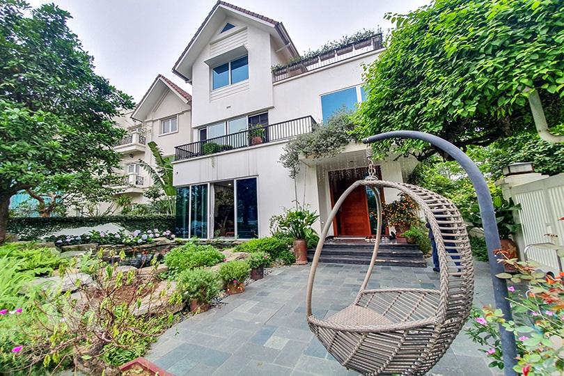 222 Modern furnished corner villa with garden in Vinhomes Riverside Hanoi