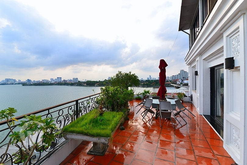 222 Penthouse in Tay Ho for rent with terrace facing the West Lake