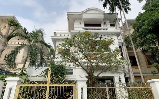 Unfurnished villa in Ciputra near Unis school for rent