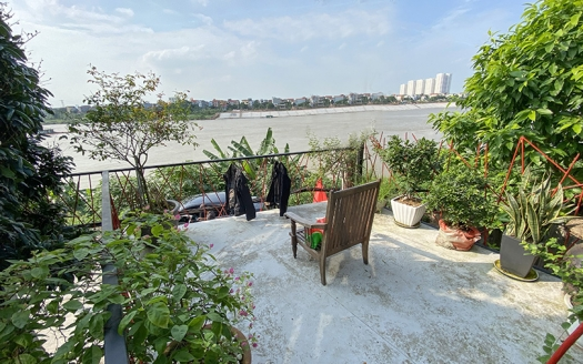 2 bedroom house facing the Red River in Long Bien
