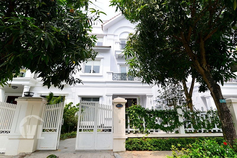 222 Furnished villa in Vinhomes Riverside for lease next to BIS