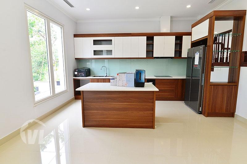 333 Furnished villa in Vinhomes Riverside for lease next to BIS