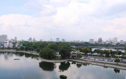 Hai Ba Trung penthouse to lease 3 bedrooms lake view