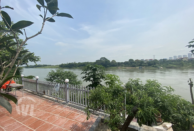333 Riverfront house to lease in Long Bien with big garden
