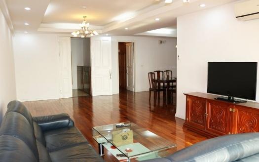 4 bedrooms apartment