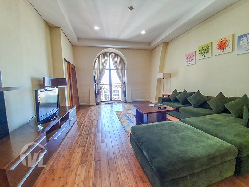 333 Spacious 3 bed flat to lease in Hoan Kiem with high ceiling and city view