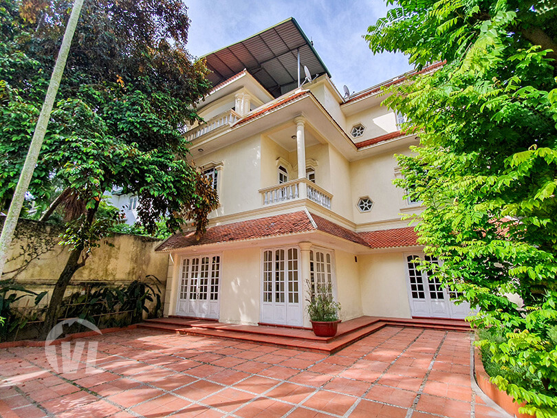 333 Amazing pool villa with garden to lease in Tay Ho 4 beds 4 baths
