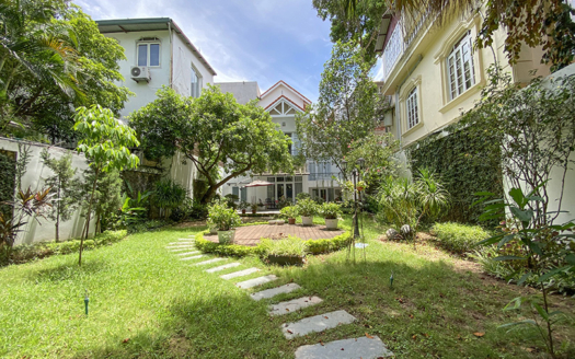 Unique large 5 bedroom villa with garden in Tay Ho for rent