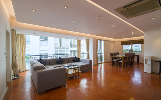 Large 3 beds apartment to rent in Truc Bach