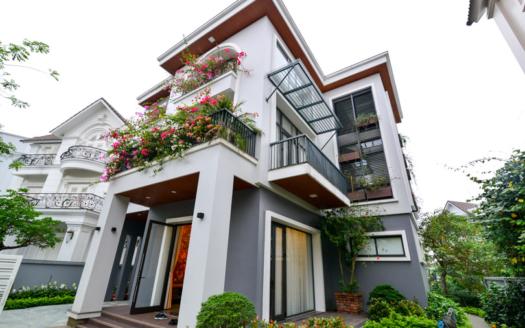 Modern and furnished detached villa to lease in Vinhomes Riverside