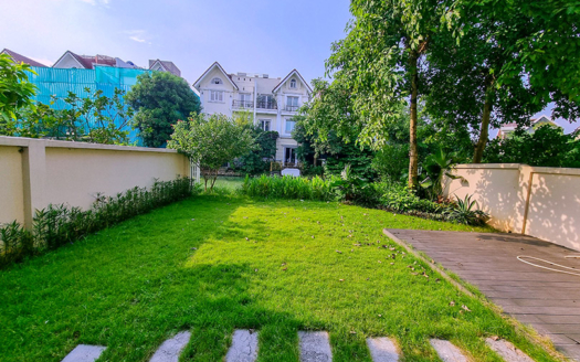 Large garden villa to rent in Hoa Sua in Vinhomes Riverside