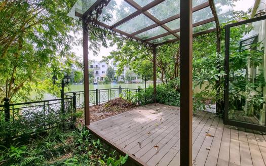 Unfurnished corner villa to rent close to BIS in Vinhomes Riverside